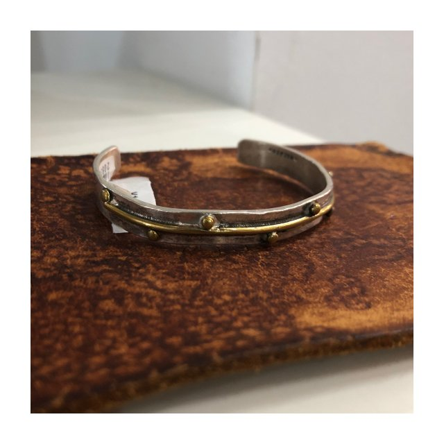 <img class='new_mark_img1' src='https://img.shop-pro.jp/img/new/icons61.gif' style='border:none;display:inline;margin:0px;padding:0px;width:auto;' />Flicker Dots Bangle