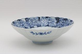 染付牡丹文 菊型浅鉢