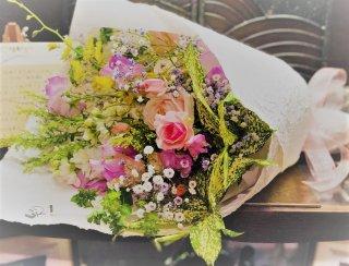 和ばら入り花束