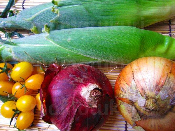 夏野菜 トウモロコシ(とうもろこし)トマト(黄色) タマネギ(玉ねぎ 玉ネギ 紫)写真