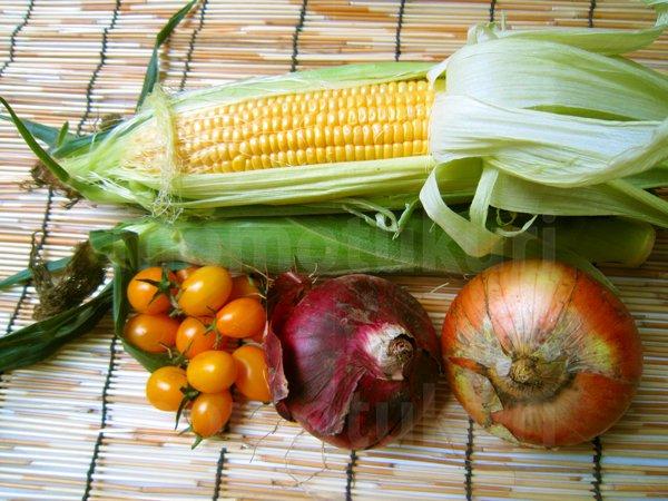 夏野菜 トウモロコシ(とうもろこし)トマト(黄色) タマネギ(玉ねぎ 玉ネギ 紫)写真 2