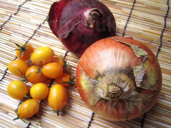 夏野菜 トマト(黄色) タマネギ(玉ねぎ 玉ネギ 紫)写真