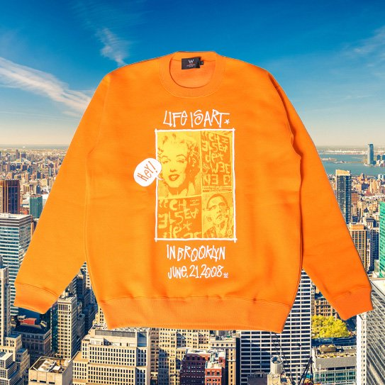W NYC LIFE IS ART CREWNECK SWEAT