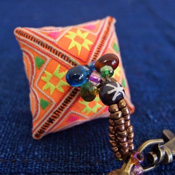 モン族 手刺繍チャーム キーホルダー 37A