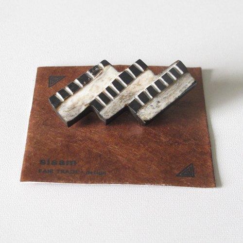 ブローチ シサム工房 手彫り