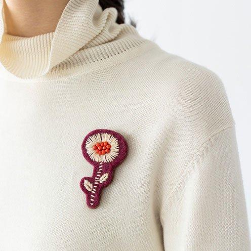 ブローチ フェルト手刺繍 フラワー レッド系(フェアトレード )