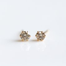 Champagne Diamond Pierce 0.3ct | K18<img class='new_mark_img2' src='https://img.shop-pro.jp/img/new/icons30.gif' style='border:none;display:inline;margin:0px;padding:0px;width:auto;' />