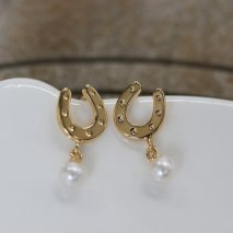 Horseshoe & Pearl Pierce | K18