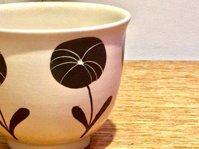 矢島操さんのモノクロフリーカップ(デイジー)