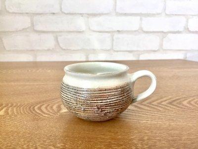 汚れがつきにくい工夫のコーヒーカップ 古谷浩一さん(信楽)の渕荒横彫 コーヒーカップ