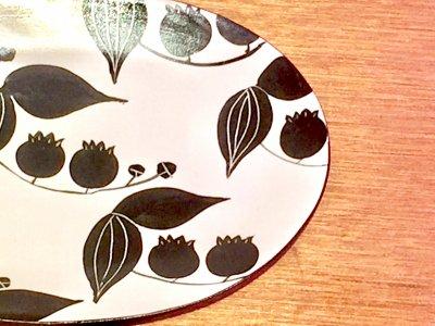 モノクロ模様の可愛いお皿です 矢島操さん(滋賀)のオーバルプレート(すずらん)