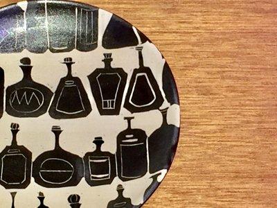 矢島操さんのモノクロプレート(ボトル)
