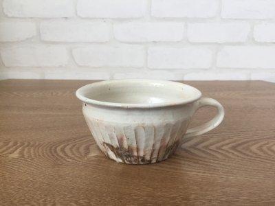 汚れがつきにくい工夫のカップ 古谷浩一さん(信楽)の 鉄散しのぎ手付切立スープカップ