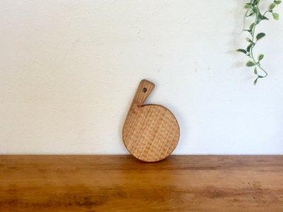 小澤賢一さんの胡桃のカッテングボード(ミニ丸、彫有り)