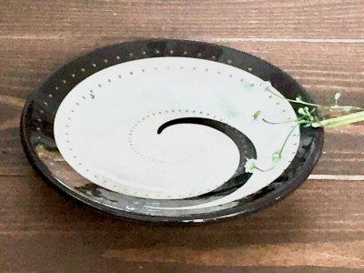 小石原焼 鶴見窯 4.5寸皿(白×黒 渦巻き)