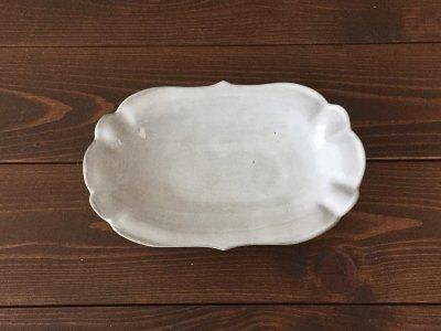 洋食器のようにも見えるモダンな雰囲気を持つ工房・國さんの器 楕円中皿 白色