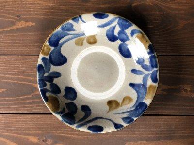沖縄の器やちむんです。個性的な器 コバルト菊唐草 7寸皿 風香原
