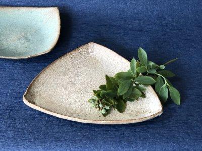 宮崎和佳子さんの三角皿 銘々皿として最適です。