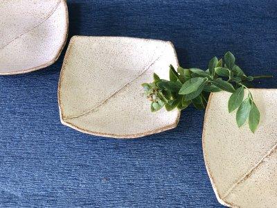宮崎和佳子さんの器 使い易い粉引きのお皿です