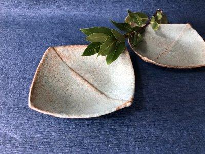 宮崎和佳子さんの四方皿 粋な青いお皿です