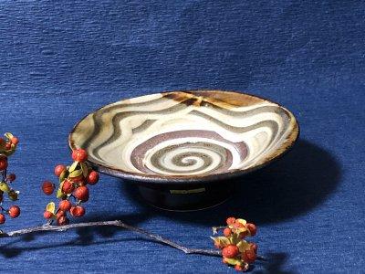 沖縄の器やちむんです。個性的な器 陶藝玉城 皿5寸 重 指搔