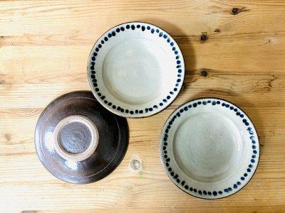 沖縄 工房コキュさんのゴスドット並べ5寸皿 海を感じる1枚です。