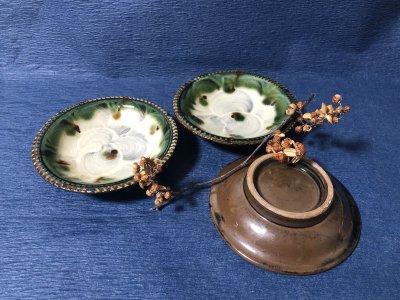 沖縄の器やちむんです。個性的な器 福田健治 皿4寸 白緑刷毛目