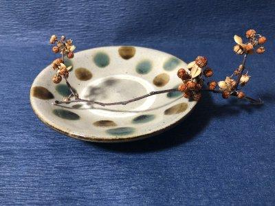 沖縄の器やちむんです。個性的な器 陶器工房風香原 皿5寸 三彩ドット