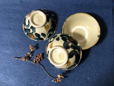 沖縄の器やちむんです。個性的な器 松田米司 呉素須菊唐草 マカイ4.5寸 茶碗