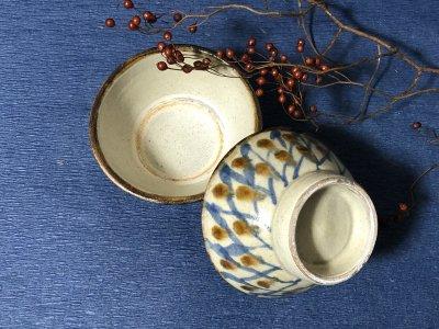 沖縄の器やちむんです。個性的な器 陶藝玉城 重 格子 マカイ4寸 茶碗 飯椀