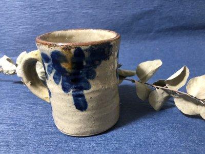 沖縄の器やちむんです。個性的な器 宮城正亨 菊唐草 マグカップ