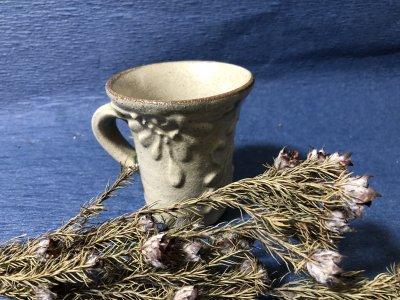 沖縄の器やちむんです。個性的な器 宮城正亨 白イッテン マグカップ