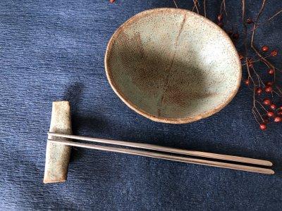 宮崎和佳子さんの器 テントウムシが似合う箸置きです。