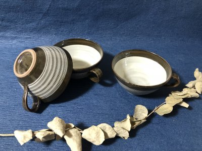 <img class='new_mark_img1' src='https://img.shop-pro.jp/img/new/icons2.gif' style='border:none;display:inline;margin:0px;padding:0px;width:auto;' />小石原焼き 鬼丸豊喜窯 スープカップ