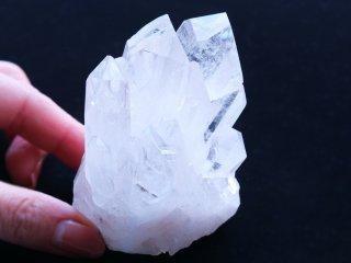 【Q143】水晶 / 手元に置けるピッタリサイズの原石水晶クラスター