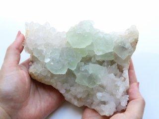 【FL23】フローライト・水晶 / 水晶の上で形になった神秘的なグリーンフローライト