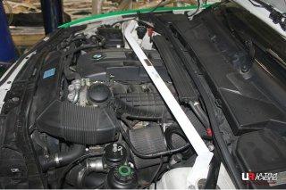 Ultraracing フロントタワーバー BMW E82 135i