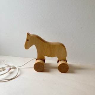 <img class='new_mark_img1' src='https://img.shop-pro.jp/img/new/icons14.gif' style='border:none;display:inline;margin:0px;padding:0px;width:auto;' />Camphill Village Wooden Pull Along Toy Pony