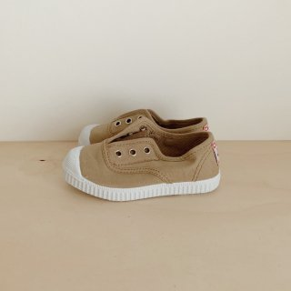 <img class='new_mark_img1' src='https://img.shop-pro.jp/img/new/icons14.gif' style='border:none;display:inline;margin:0px;padding:0px;width:auto;' />Cienta - SlipOn Deck Sneaker / Arena