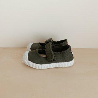<img class='new_mark_img1' src='https://img.shop-pro.jp/img/new/icons14.gif' style='border:none;display:inline;margin:0px;padding:0px;width:auto;' />Cienta - Velcro Strap Sneaker / Darkgrey