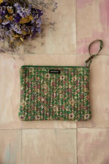 <img class='new_mark_img1' src='https://img.shop-pro.jp/img/new/icons14.gif' style='border:none;display:inline;margin:0px;padding:0px;width:auto;' />Bonjour Quilted pencil case / Small green flowers