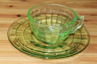 ブロックオプティック カップ&ソーサー ウランガラス
