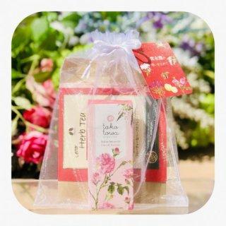 薔薇の香りのギフトセット 〜ローズの香りのロールオンパフュームオイル&ハーブティー〜