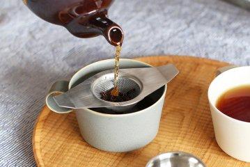 【在庫限り終了】イギリスのティーストレーナー/茶漉し/ダブルハンドル