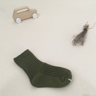 <img class='new_mark_img1' src='https://img.shop-pro.jp/img/new/icons23.gif' style='border:none;display:inline;margin:0px;padding:0px;width:auto;' />【30%OFF】MIKANU「EVERYDAY SOCKS (olive) 1-2y」