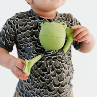 <img class='new_mark_img1' src='https://img.shop-pro.jp/img/new/icons14.gif' style='border:none;display:inline;margin:0px;padding:0px;width:auto;' />HAZEL VILLAGE「Adventure Shirt for kids - Owl Feathers」