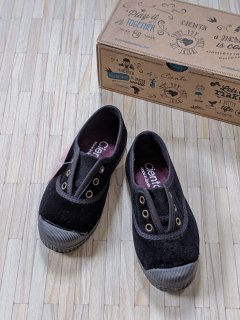 <img class='new_mark_img1' src='https://img.shop-pro.jp/img/new/icons23.gif' style='border:none;display:inline;margin:0px;padding:0px;width:auto;' />【15%OFF】Cienta「Deck Shoes (Black/Velour)」