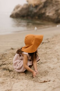 <img class='new_mark_img1' src='https://img.shop-pro.jp/img/new/icons56.gif' style='border:none;display:inline;margin:0px;padding:0px;width:auto;' />Briar Baby「Rust Sunbonnet」
