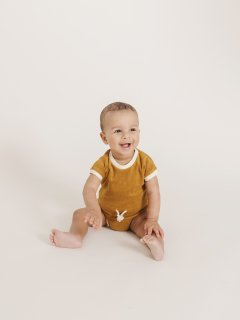 <img class='new_mark_img1' src='https://img.shop-pro.jp/img/new/icons23.gif' style='border:none;display:inline;margin:0px;padding:0px;width:auto;' />【30%OFF】QUINCY MAE「RETRO ROMPER (OCRE)」2020-SS