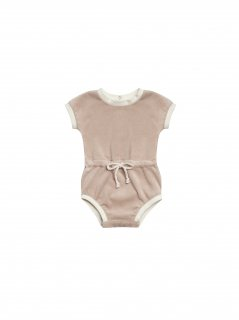 <img class='new_mark_img1' src='https://img.shop-pro.jp/img/new/icons23.gif' style='border:none;display:inline;margin:0px;padding:0px;width:auto;' />【30%OFF】QUINCY MAE「RETRO ROMPER (PETAL)」2020-SS